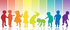 Kinder in Regenbogenfarben Foto Fotolia
